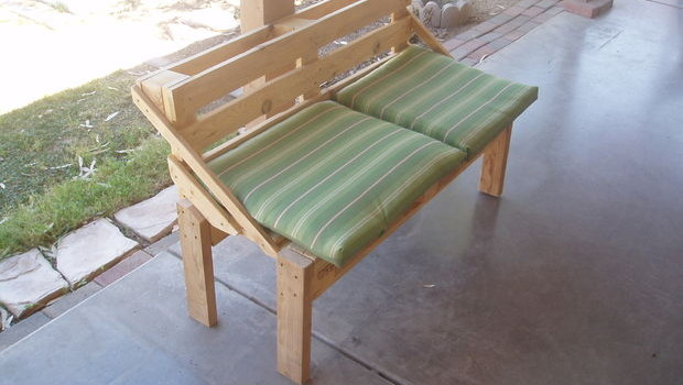 Fotopostup: Pohodlná lavička z jednej palety