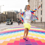 Londýnsky most sa rozžiaril farbami, aby ľuďom spríjemnil pondelok