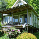 Manželia nechceli brať hypotéku. Vlastnými rukami si postavili svoj vysnívaný mini domček!