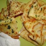 Perfektná príloha: Vláčne zemiakové placky s cesnakom a bylinkami!