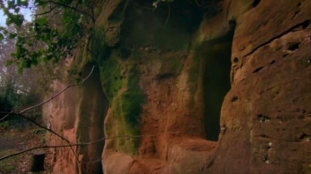 Muž objevil jeskyni a rozhodl se v ní bydlet. Neuvěříte, jaký úžasný dům z ní vytvořil...