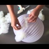 Video: Papierový lampión pokryla vrstvou vaty. Výsledok je úžasný!