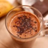 Horúci banánovo-čokoládový pohár