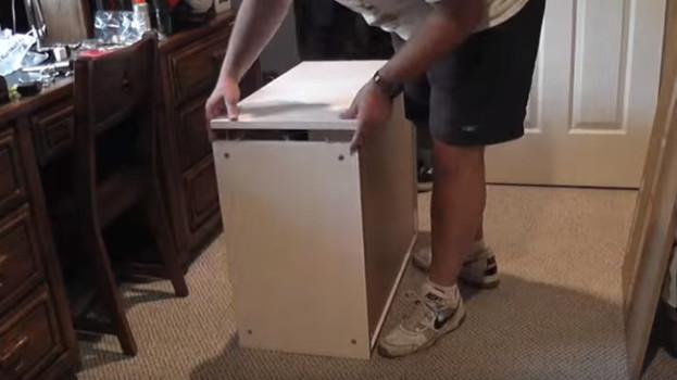 Otec vytvoril z kuchynských skriniek úžasné prekvapenie pre dcérku. Naučí TO aj vás!