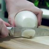 9 geniálnych trikov, vďaka ktorým bude príprava vianočného šalátu hračka
