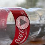 Video: Ako premeniť obyčajnú PET fľašu na žiarivú vianočnú dekoráciu?