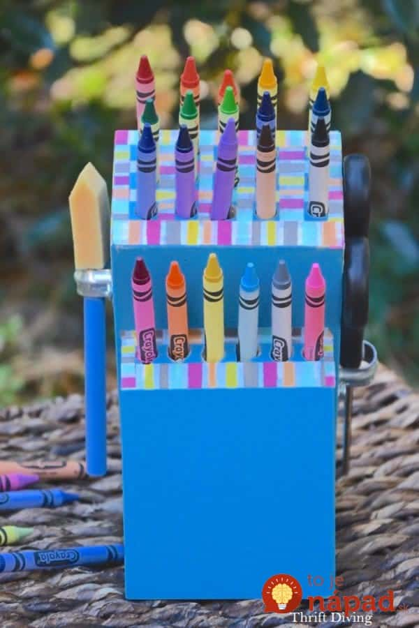 Make-a-DIY-Crayon-Holder-From-an-Old-Knife-Block-4-600x900
