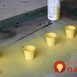 Plastové poháre, kus dreva a žltý sprej. Pozrite, čo z toho môže vzniknúť!