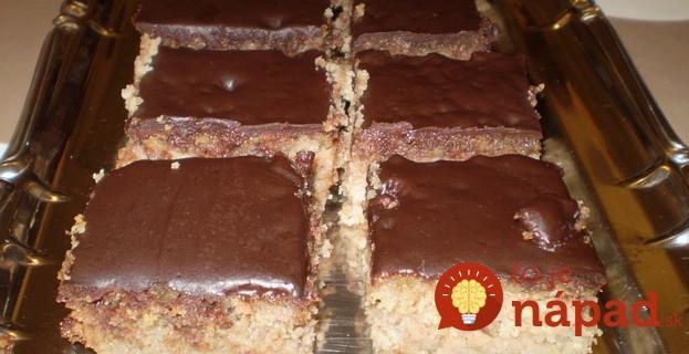 Krupicový koláč s orechmi jablkami