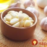 Jednoduchý trik, ktorý zmierni pálivú chuť cesnaku a odstráni nepríjemný zápach