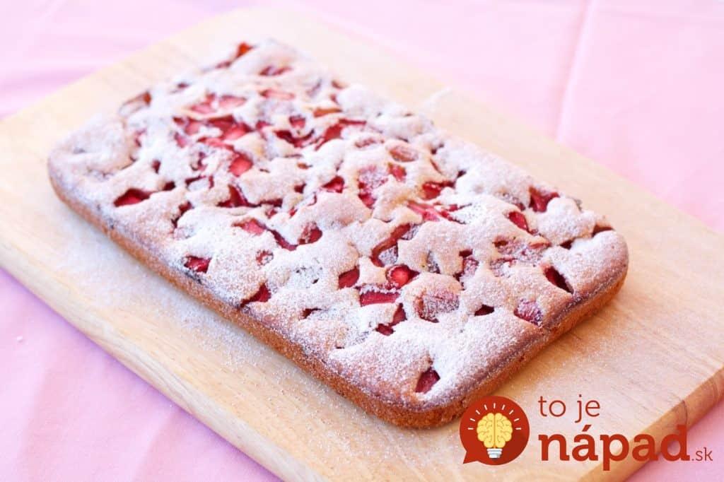Brzi-biskvit-kolač-s-jagodama-i-čokoladom-2-1
