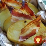Nové zemiaky so slaninkou a cesnakom v alobale