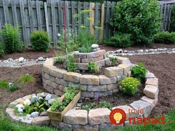 como-crear-un-jardin-de-hierbas-aromaticas-en-espiral-03-e1455687553261