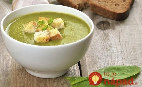 Úžasne jednoduchá krémová polievka s cesnakovými krutónmi
