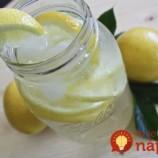 Stačí pridať TÚTO surovinu a obyčajnú vodu s citrónom zmeníte na spaľovač tukov!