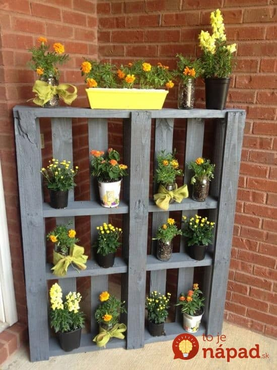 DIY-Pallet-Planter-Shelf--550x733