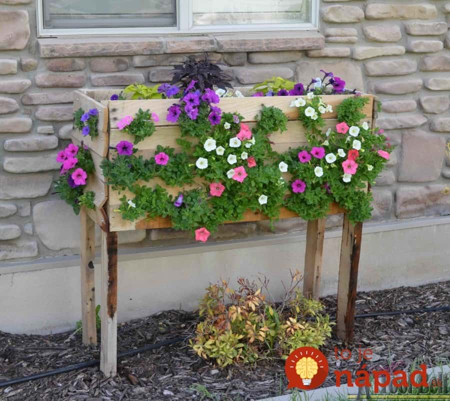Pallet-Planter-Box-For-Cascading-Flowers-15