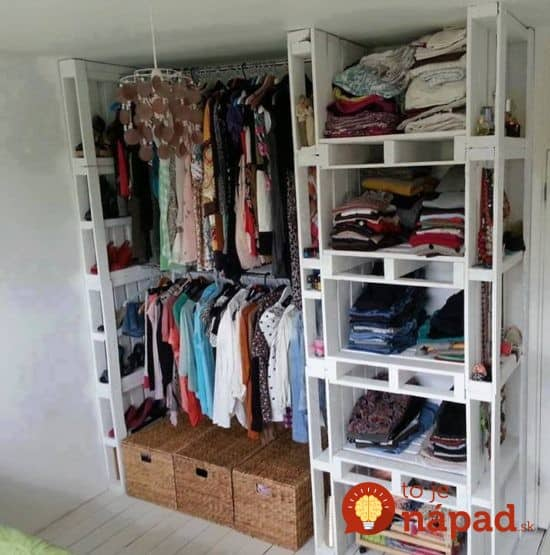 Pallet-Wardrobe--550x555