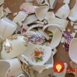 Deti jej rozbili porcelánovú súpravu. Ona dostala geniálny nápad, ako využiť črepy!
