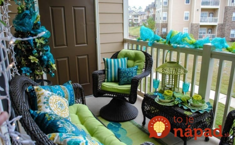 cozy-and-inspiring-christmas-balcony-decor-ideas-3-750x464