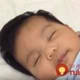 Muž mal sám uspať dieťa a zvládol to za neuveriteľných 30 sekúnd. TOTO je jeho trik!