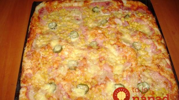 Vynikajúca 10 minútová pizza! Cesto pripravíte bez kysnutia a bude hotová skôr, než by vám ju priviezli z pizzerie.