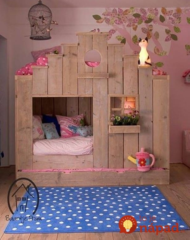 pallet-bunk-bed-and-playhouse