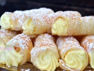 Mini-trubičky z lístkového cesta plnené vanilkovým krémom!