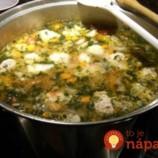 Bohatá polievka s mäsovými guľkami: Sýta a úžasne chutná!