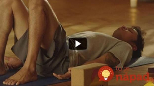 Len 2 minúty denne: Tento jednoduchý cvik s opaskom má na zdravie chrbtice úžasný vplyv!