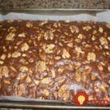Najjednoduchší orechový koláč: Stačí všetko zmiešať, vyliať na plech a máte hotovo!