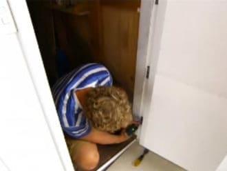 Ako premeniť obyčajné dvere na extra úložný priestor vo vašom byte?