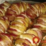 Perfektný tip, ako pripraviť zemiaky: Stačí pár zárezov, obľúbené prísady a máte najchutnejšie jedlo tohoto dňa!