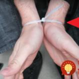 Muž vám predvedie jediný možný spôsob, ako vyslobodiť ruky spútané zväzovačom káblov