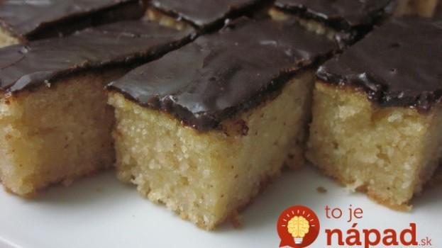 Zvládne ho aj ten, kto vôbec nepečie: Najjednoduchší jablkovo-krupicový koláč!