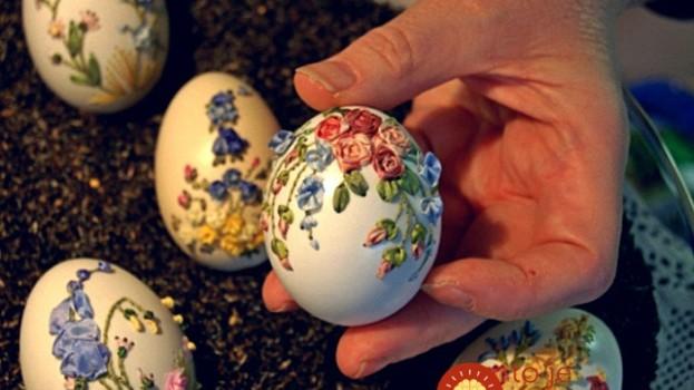 Obyčajné kraslice posunula na celkom novú úroveň: Žena zdobí krehké škrupinky vajec nádhernými výšivkami