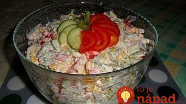 Sviatočný šalát s extra šťavnatým kuracím mäskom, zeleninou a lahodnou smotanovo-horčicovou zálievkou!