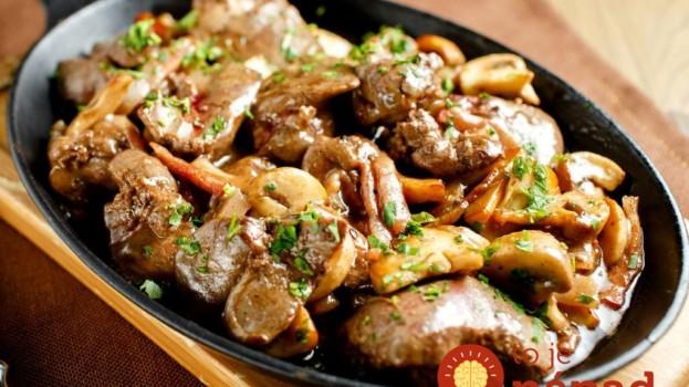 Najlepší recept na prípravu pečienky: 10 minút na panvici so slaninkou a hubami a máte obed ako lusk!