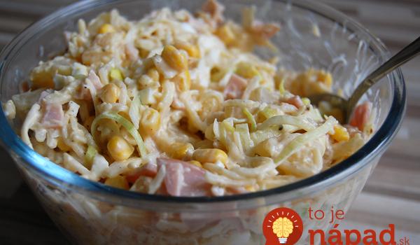Vylepšený zelerový šalát so šunkou: K pôvodnému receptu som pridala ananás a je to neskutočná pochúťka!