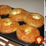 Nahradia pečivo a sú skvelé aj obed: Jemné syrovo-slaninové bochníčky z cmaru, pripravené vo forme na muffiny!