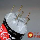 Do plastovej fľaše napichali zopár skrutiek: Ak sa práve chystáte jednu vyhodiť, najskôr si pozrite toto a iste si to rozmyslíte!