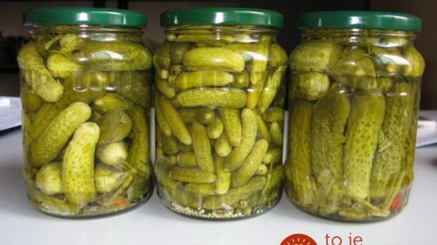 Univerzálny nálev na uhorky, zeleninu aj huby: Výborný, rokmi overený a bez nakladača!