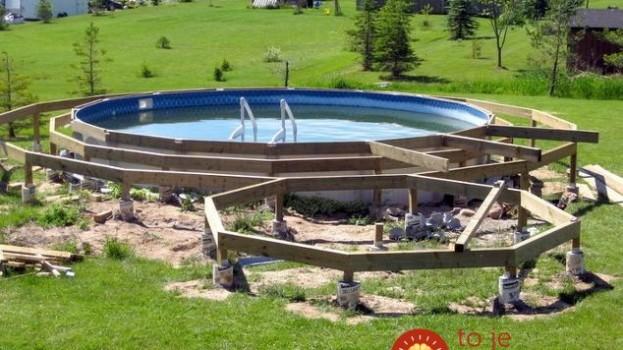 Túto dvojku by ste chceli mať doma: Otec a syn sa rozhodli, že obyčajný bazén vylepšia, nikto z ulice však nečakal, že sa im podarí niečo takéto!
