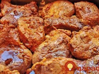 Fantasticky chutné, šťavnaté bravčové mäsko v jemne pikantnej paradajkovej omáčke!