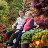 """Keď deti odišli z domu, manželia začali budovať svoju vysnívanú záhradu: Podarilo sa im nemožné, ich záhrada """"Štyri ročné obdobia"""" nemá na svete páru!"""