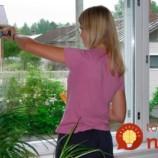 Rada pre všetkých, ktorí neznášajú čistenie okien: Úplne jednoduchý babský trik, vďaka kotrému sa na nich nebude usádzať špina a prach!