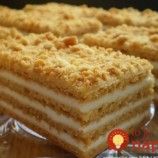 Ruské medové rezy s kyslou smotanou: Tento dezert je taký výborný, že zatieni aj zložité zákusky a torty!