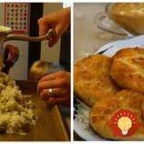 Toto som skúsila len raz a odvtedy klasické placky u nás nemajú šancu: Zemiaky len zomeľte v mlynčeku na mäso a pridajte syr, lepšie som nikdy nejedla!