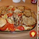 Drevorubačský kastról: Bravčové mäsko s ryžou, cibuľkou a oblohou z jednej misy – fantastické papanie!
