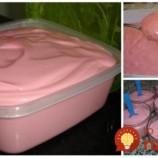 Vychlaďte a máte jogurt, zmrazte a je to tá najlepšia zmrzlinu na svete: 5-minútová jahodová dobrôtka!